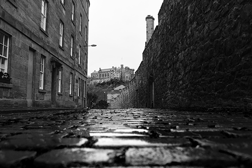 edinburgh castle and sett paving