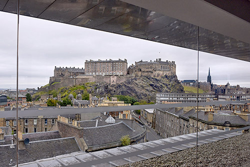 edinburgh castle from the double tree hilton